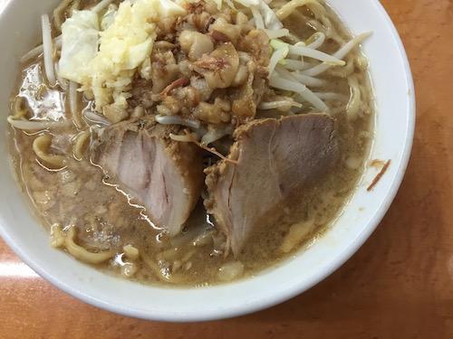 ラーメン荘歴史を刻め六甲道店ラーメン画像01
