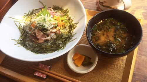麻心カフェ海鮮丼