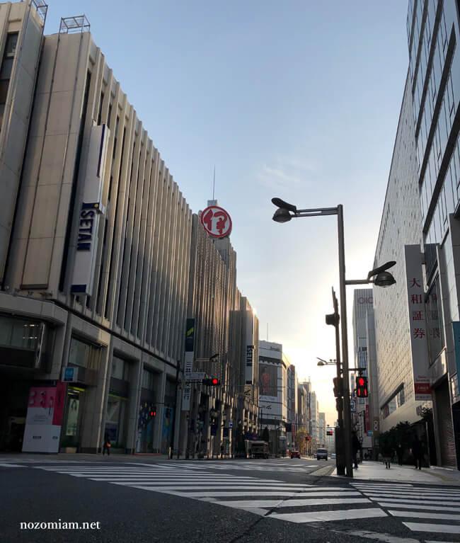 早朝の新宿