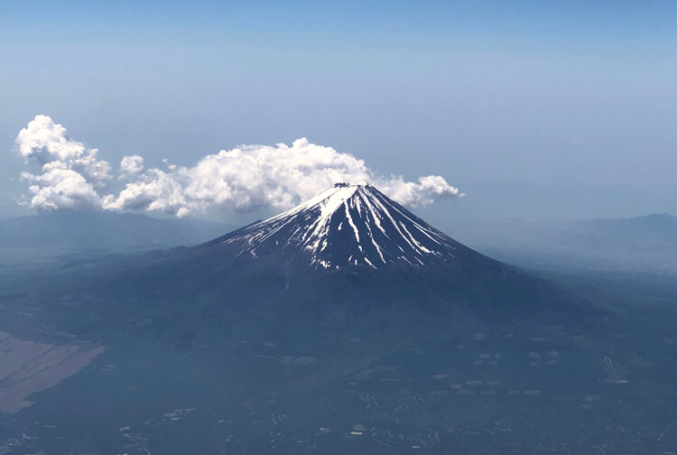 飛行機からの富士山画像