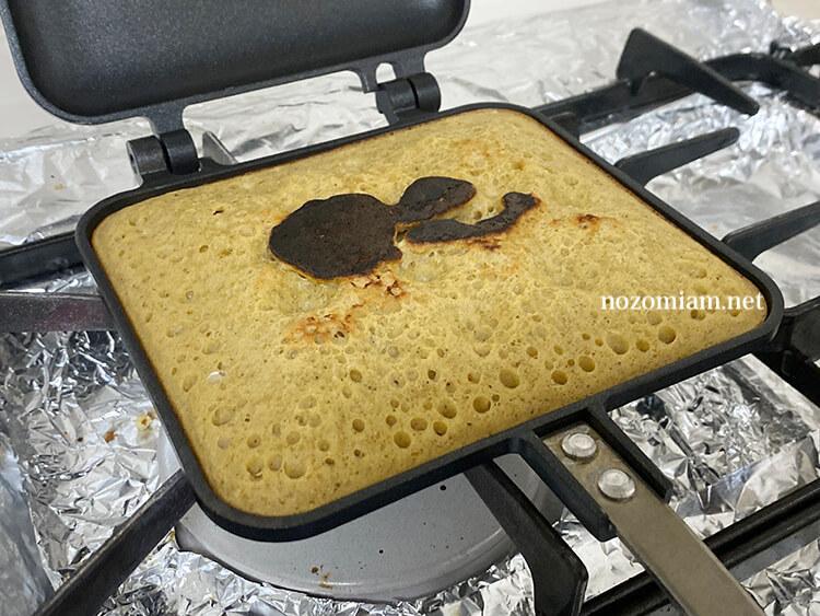 ホットサンドメーカーで米粉のパンケーキを焼いてみた